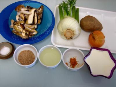 Ingrédients pour la recette : Amuse-bouche de crème de cèpes et fenouil