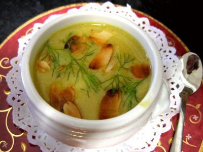 crème salée : Petite soupière en amuse-bouche de crème de cèpes au fenouils