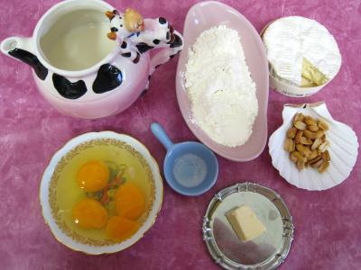 Ingrédients pour la recette : Crêpes au camembert et au jambon