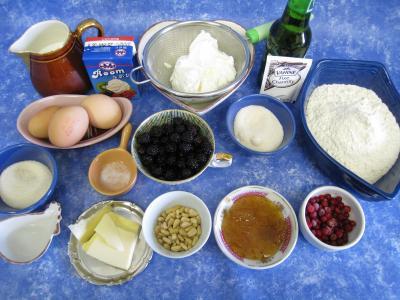 Ingrédients pour la recette : Crêpes au fromage blanc et aux mûres
