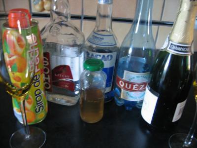 Ingrédients pour la recette : Cocktail valentin au champagne