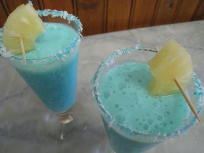 curaçao : Verres de cocktail crème de coco au curaçao