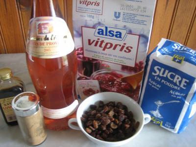 Ingrédients pour la recette : Confit de vin rosé aux raisins secs