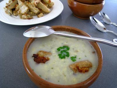 Blanc de poulet : Bol de soupe de poulet au pécorino à l'italienne