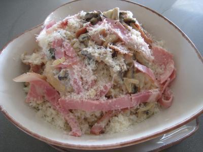 risotto : Assiette de risotto aux champignons et au jambon à l'italienne