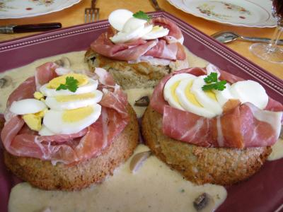 pineau des charentes : Gâteaux de Pâques aux champignons et au jambon de Parme