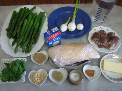 Ingrédients pour la recette : Crème d'asperges aux gésiers confits et magret à la landaise