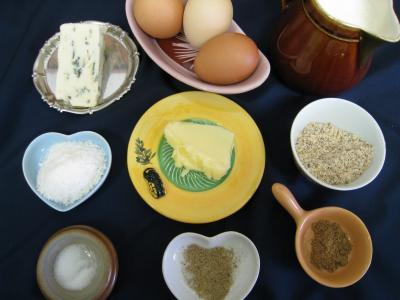 Ingrédients pour la recette : Flans au Saint-Agur et aux noisettes