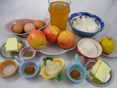 Ingrédients pour la recette : Crêpes aux pommes à la bretonne