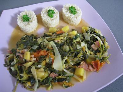 Image : Assiette de brèdes cresson et mangue à la mauricienne