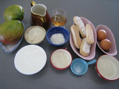 Ingrédients pour la recette : Mascarpone à la noix de coco et mangue