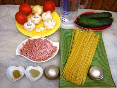 Ingrédients pour la recette : Spaghettis aux courgettes