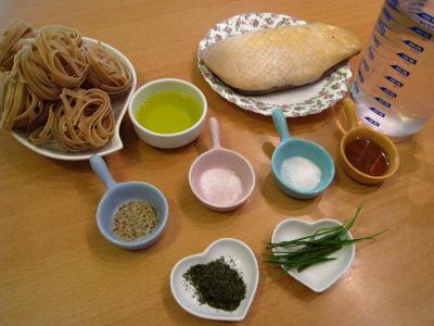 Ingrédients pour la recette : Tagliatelles d'épeautre aux brocolis et au magret