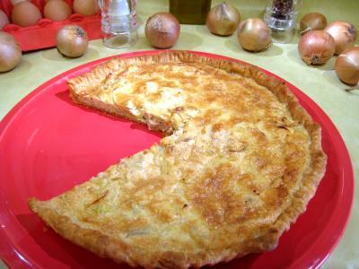 Cuisine diététique : Assiette de tarte aux grenoouilles et aux oignons