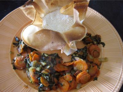 confiture de cerises : Assiette avec camembert farci à la confiture de cerises