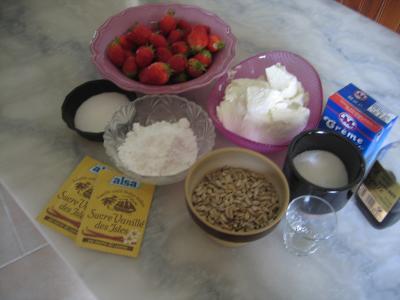 Ingrédients pour la recette : Mousse aux graines de tournesol et son coulis de fraises