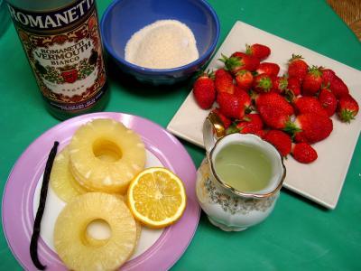 Ingrédients pour la recette : Soupe de violettes à l'ananas et aux fraises