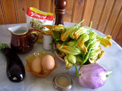 Ingrédients pour la recette : Beignets de fleurs de courgettes et aubergines