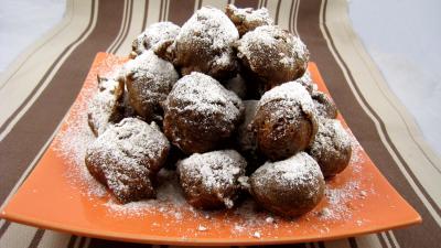 bain de friture pour beignets : Assiette de beignets de carnaval