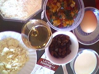 Ingrédients pour la recette : Beignets aux raisins secs et fruits confits
