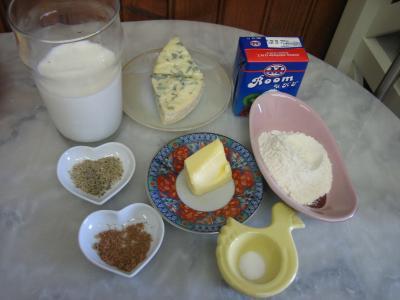 Ingrédients pour la recette : Sauce béchamel à la fourme d'Ambert au parfum d'Auvergne