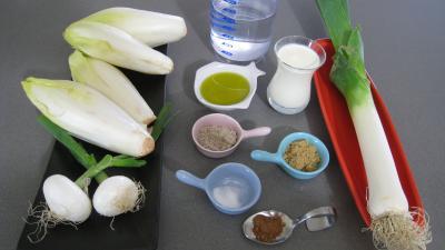 Ingrédients pour la recette : Blanquette aux endives et aux poireaux
