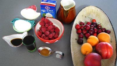 Ingrédients pour la recette : Blanquette de nectarines aux fruits rouges