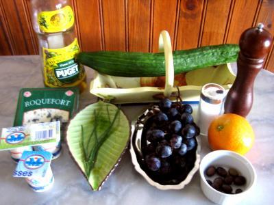 Ingrédients pour la recette : Bouchées au concombre et au roquefort