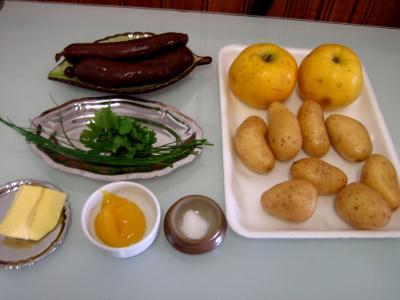 Ingrédients pour la recette : Boudin aux pommes et pommes de terre
