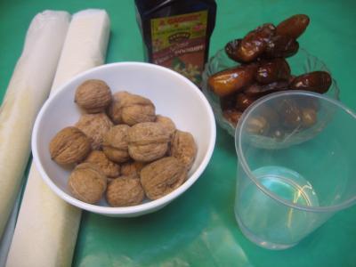 Ingrédients pour la recette : Bouchées feuilletées aux dattes et aux noix