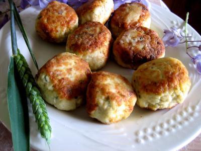 boulettes : Assiette de boulettes de volaille, sauce au fromage blanc