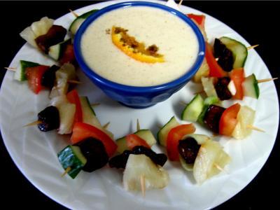 yaourt allégé : Assiette de brochettes à l'ananas minceur et sa sauce
