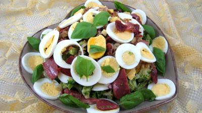 vinaigrette au gingembre : Assiette de brocolis aux oeufs en salade