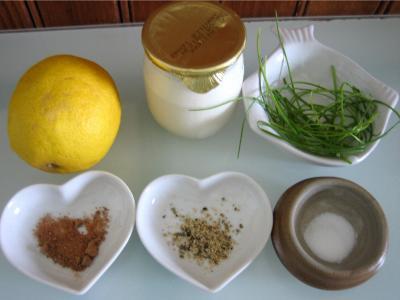 Ingrédients pour la recette : Sauce au yaourt et au citron