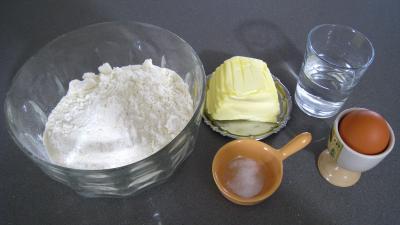 Ingrédients pour la recette : Pâte brisée à l'oeuf