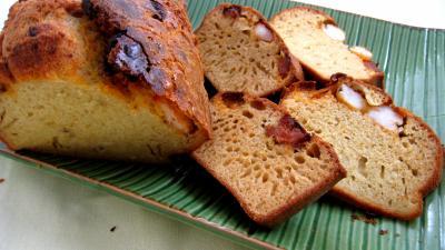 Sauce pâtissière aux crevettes : Cake et tranches de cake au chorizo et crevettes