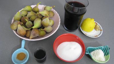 Ingrédients pour la recette : Figues au vin rouge