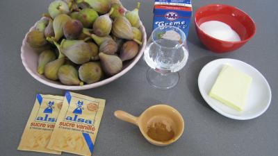 Ingrédients pour la recette : Poêlée de figues au caramel