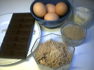Ingrédients pour la recette : Moelleux au chocolat et aux noix