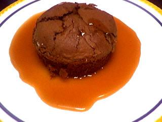 Photo : Gâteau au chocolat nappé de caramel