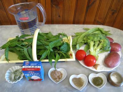 Ingrédients pour la recette : Velouté d'orties aux légumes
