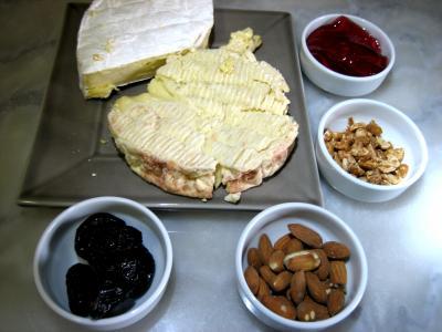 Ingrédients pour la recette : Camembert aux mendiants