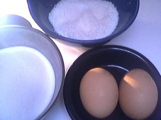 Ingrédients pour la recette : Chenilles de meringue à la noix de coco