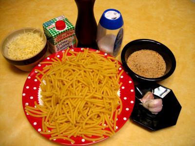 Ingrédients pour la recette : Macaronis sauce aux noisettes