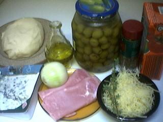 Ingrédients pour la recette : Calzone aux 3 fromages
