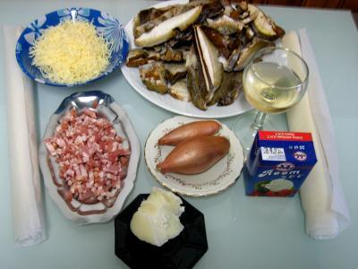 Ingrédients pour la recette : Tourte aux cèpes et champagne
