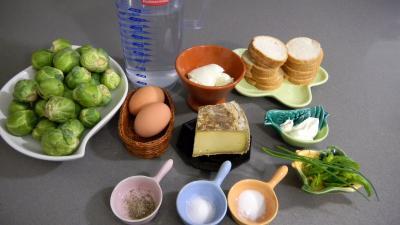 Ingrédients pour la recette : Canapés aux choux de Bruxelles