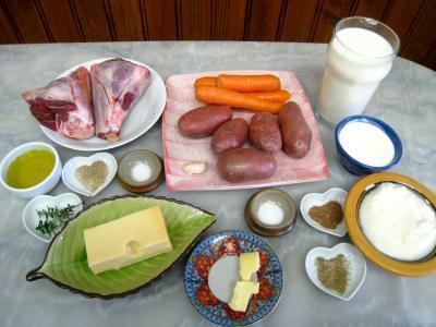 Ingrédients pour la recette : Souris d'agneau et gratin parmentier aux carottes