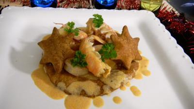 feuilleté : Assiette de feuilletés de langoustines et crevettes