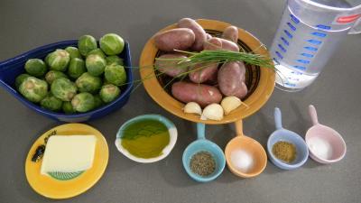 Ingrédients pour la recette : Choux de Bruxelles parmentier